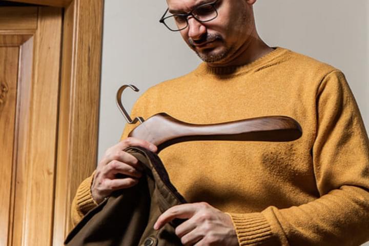 Umerașele suportă și hainele grele
