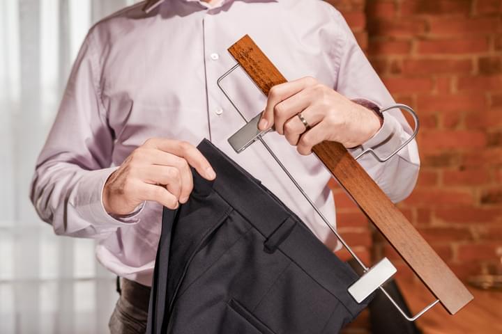 Umeraș de pantaloni, din lemn, pentru bărbați